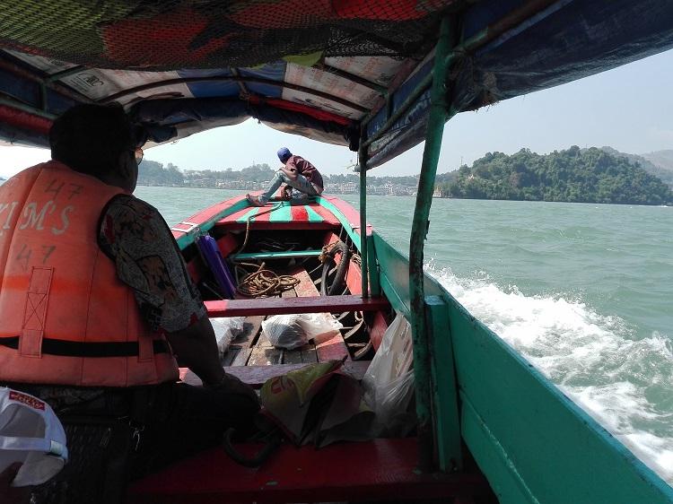 Στο πίσω μέρος της βάρκας είχαν κρυφτεί οι άλλοι 2 επιβάτες!