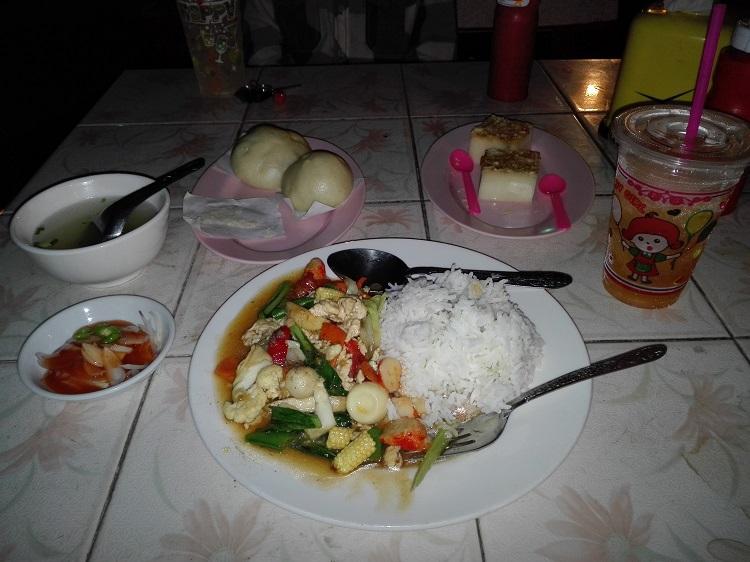Το πρώτο μου γεύμα στη Βιρμανία