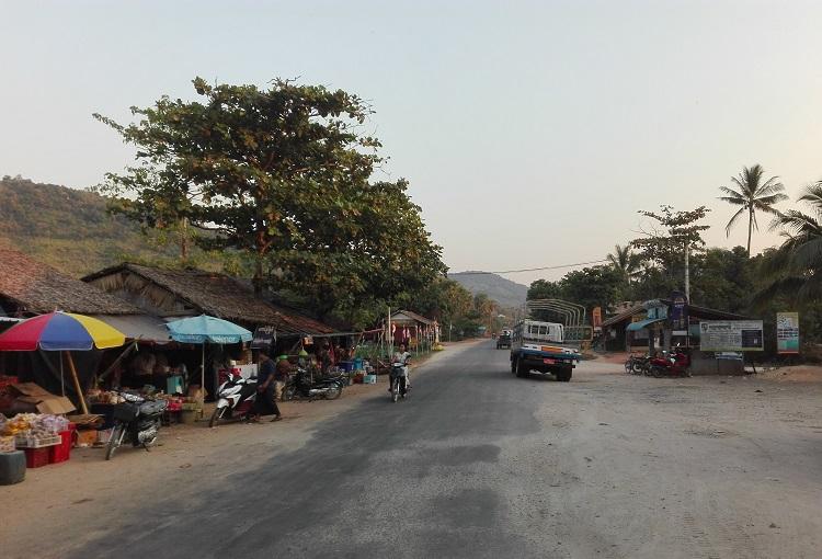Στάση στο δρόμο από το Myeik προς το Dawei