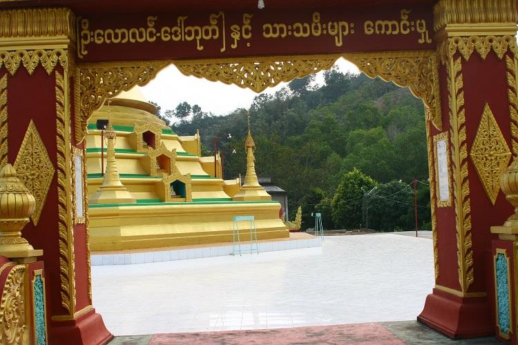 Ο βουδιστικός ναός στο λόφο που ανεβήκαμε εμείς