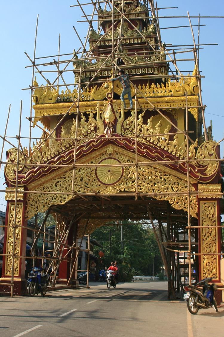 """Οι """"χρυσοί"""" ναοί, μη νομίσετε πως είναι και τόσο χρυσοί . Τις περισσότερες φορές είναι απλά μπογιατισμένοι με χρυσό χρώμα..."""