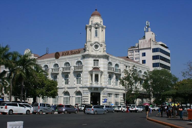 Τράπεζα σε αποικιοκρατικό κτίριο