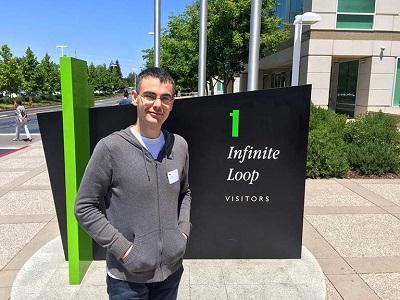 Εγώ (Ο Jeffrey) επισκέπτομαι την Apple στο Cupertino, στην California.