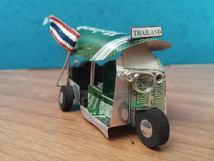 tuk-tuk μινιατούρα φτιαγμένο από κουτάκι Μπύρας