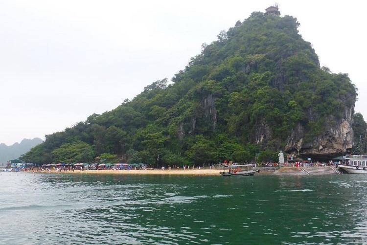 Η παραλία στο νησί Ti Top