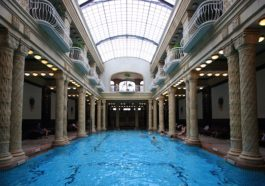 effervescent swimming pool in Gellért Bath