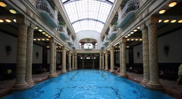 effervescent swimming pool in Gellért Bath